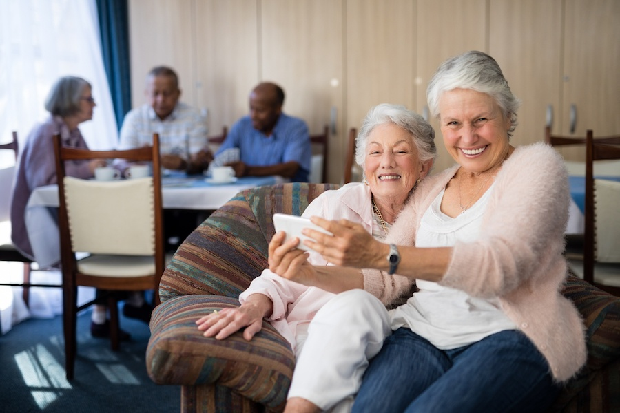 Living at Home vs. Moving into a Full-Service Retirement Community